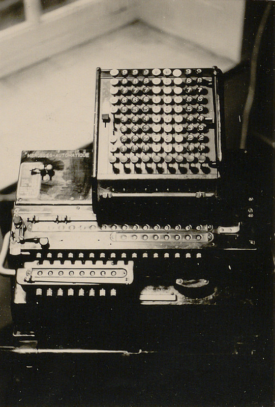La machine Mercedes au bureau de calcul