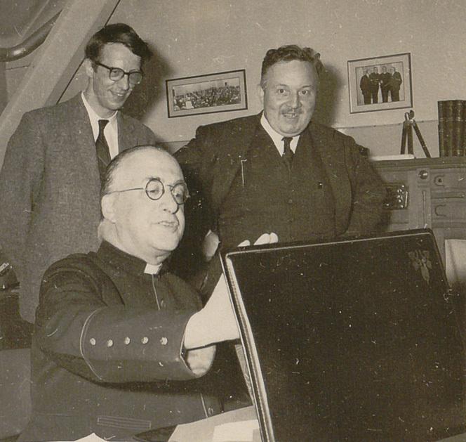 Georges Lemaître avec André Deprit et le professeur Odon Godart