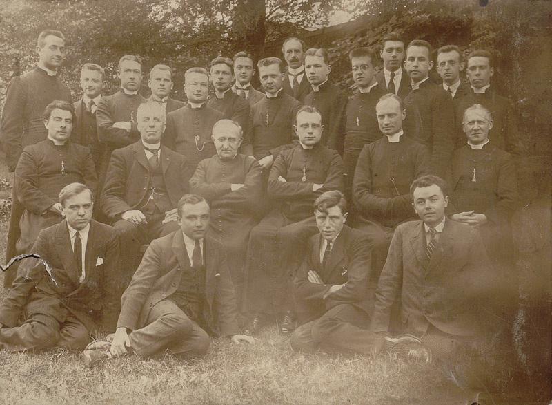 Groupe de séminaristes et de professeurs