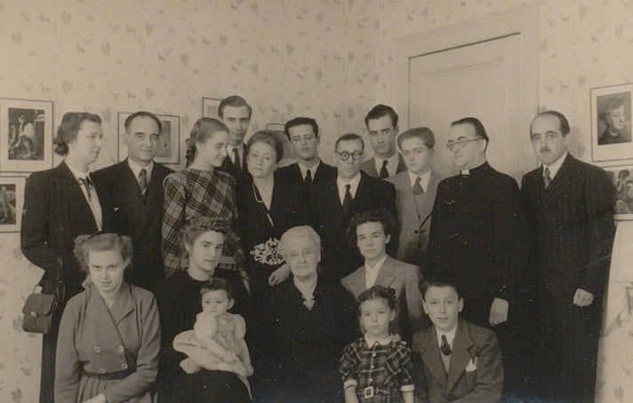 Réunion de famille à l'occasion des 80 ans de Marguerite Lannoy.